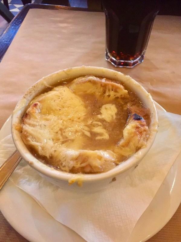 Париж, луковый суп