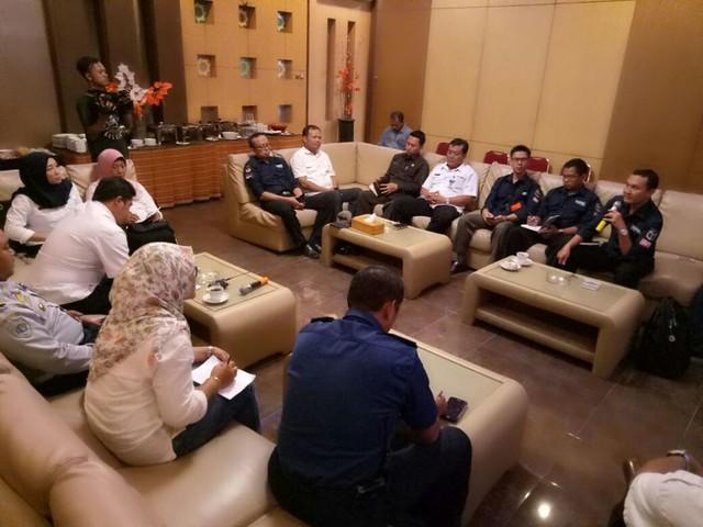 Suyitno Arman, S.sos., M.Si membuka acara rakor persiapan peluncuran (launching) tahapan Pemilihan Bupati dan Wakil Bupati Tulungagung Tahun 2018 di Liiur Cafe and Resto, Rabu (15/11)