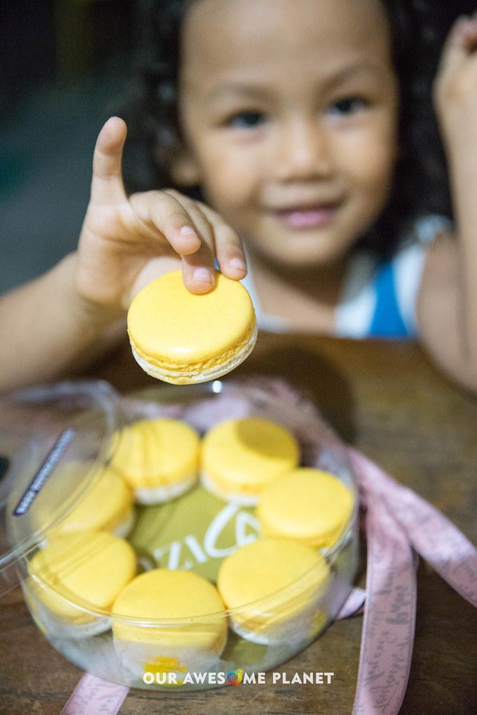 Salted Egg Macaron-2.jpg