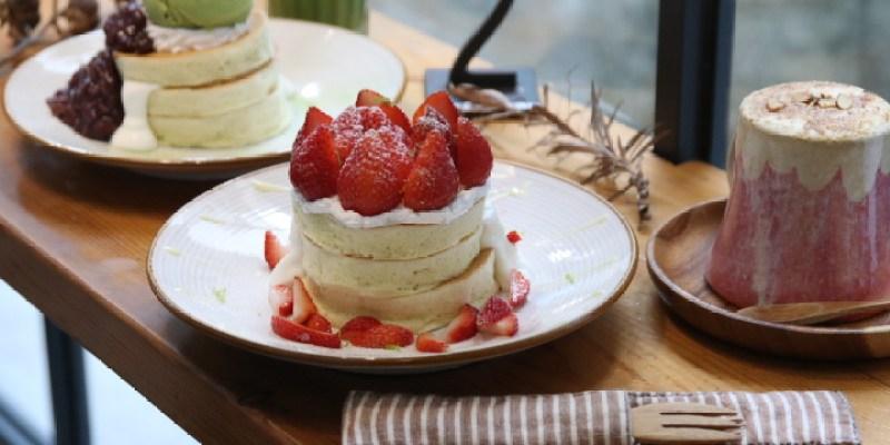 台南美食 草莓鬆餅新上市,還有必嚐超ㄉㄨㄞㄉㄨㄞ波霸奶茶鬆餅。「KOKONI CAFE」台南下午茶|新美街|
