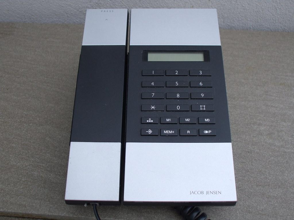 Modern Sleek Danish Design Jacob Jensen Telephone 3
