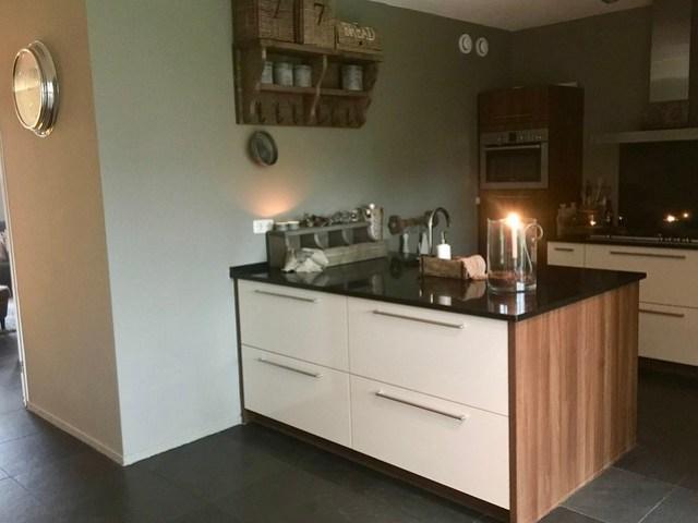 Keuken met kookeiland landelijke stijl