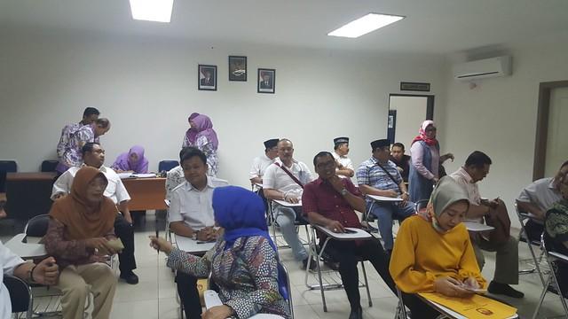 Tiga bakal pasangan calon bupati dan wakil bupati kabupaten tulungagung, saat menjalani rangkaian tes kesehatan di RS AL dr. Ramelan Surabaya (12/1)