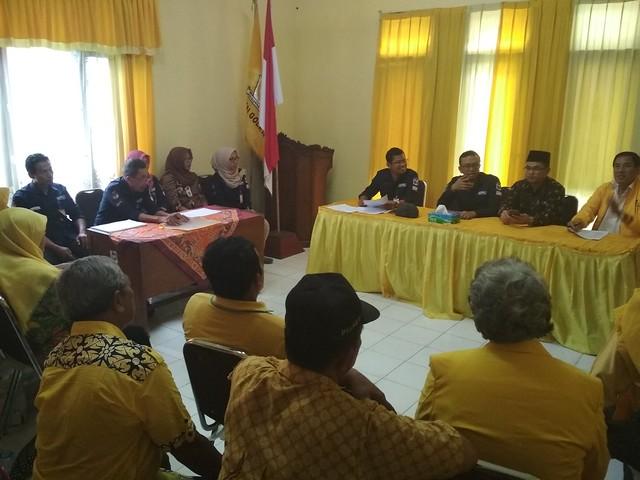 Suasana Verifikasi Faktual Partai Politik Peserta Pemilu 2019 oleh KPU Tulungagung ke Kantor DPD Partai Golkar (31/1)