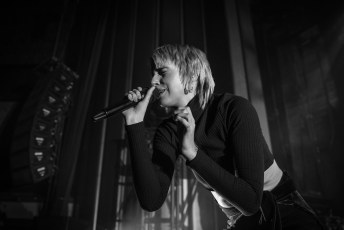 MØ Singing Into the Crowd
