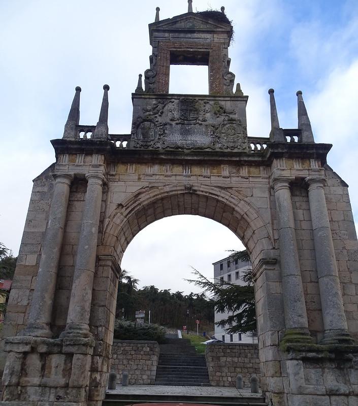 Burgos Puerta o Arco de Fernan Gonzalez 02