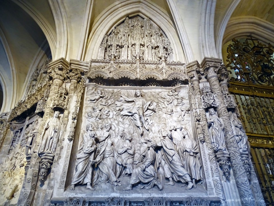 Catedral de Burgos Trasaltar Relieve en girola La Ascension de Pedro Alonso de los Rios
