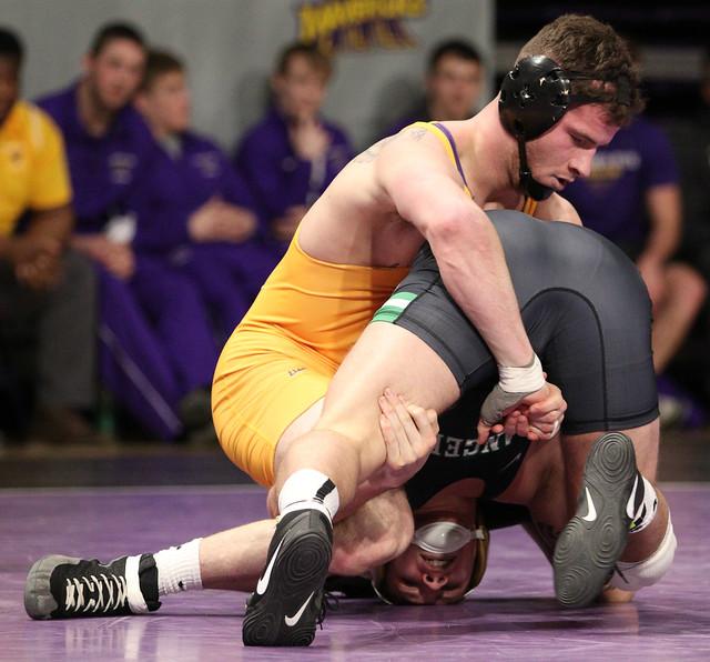 184: #12 Connor Price (UWP) Dec. #5 Corey Abernathy (MSU) SV 3-1 | UWP 16 – MSU 12 - 180106amk0132
