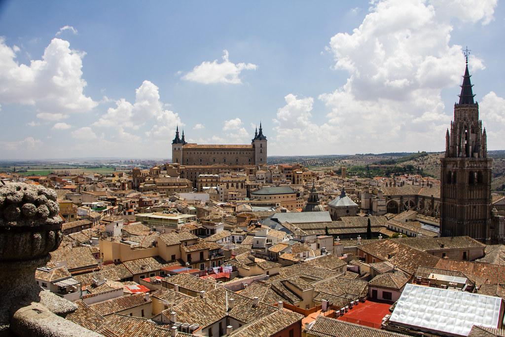 vista exterior Alcazar de Toledo y Catedral 01