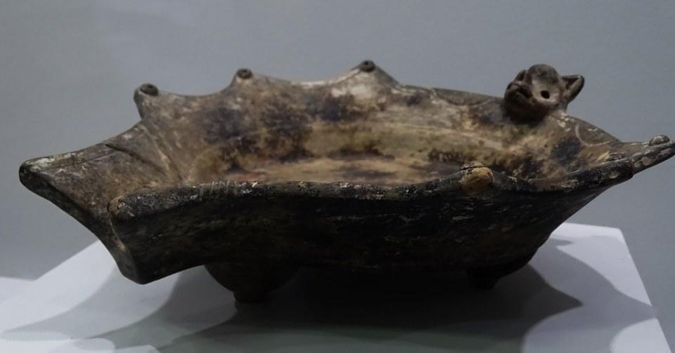 arte maya Incensario ceramica Sahumerio zooformo murcielago La Lagunita Preclasico Museo Nacional de Arqueologia y Etnologia Ciudad de Guatemala