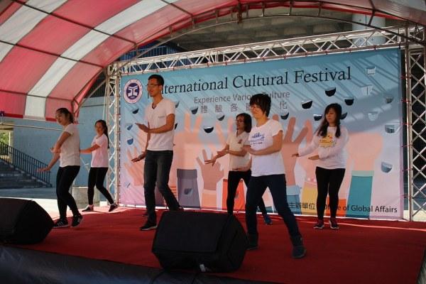 越南同學表演