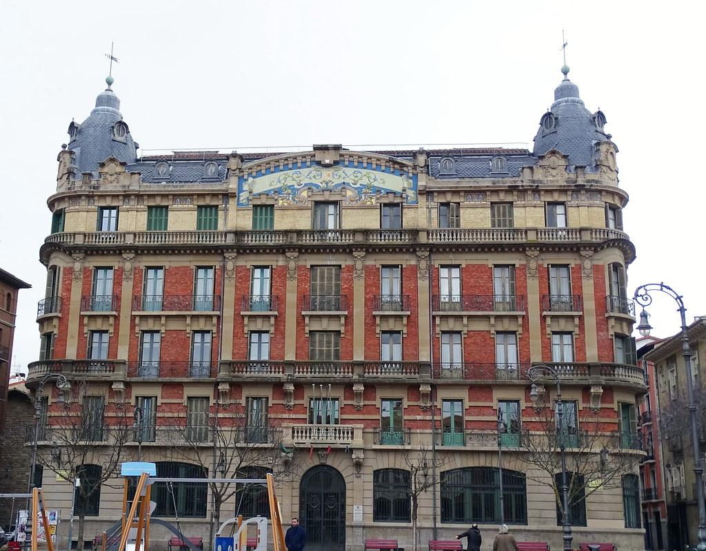 Biblioteca antiguo edificio de La Agricola Plaza de San Francisco de Pamplona