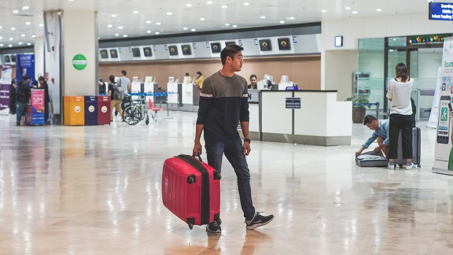 Heys Luggage EOS lightweight Spinner (12 of 39)