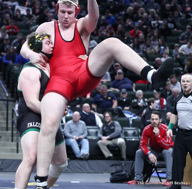 3rd Place Match - Dillon McEachran (Faribault) 38-6 won by decision over Bryce Benhart (Lakeville North) 42-7 (Dec 3-2). 180303BJF0392