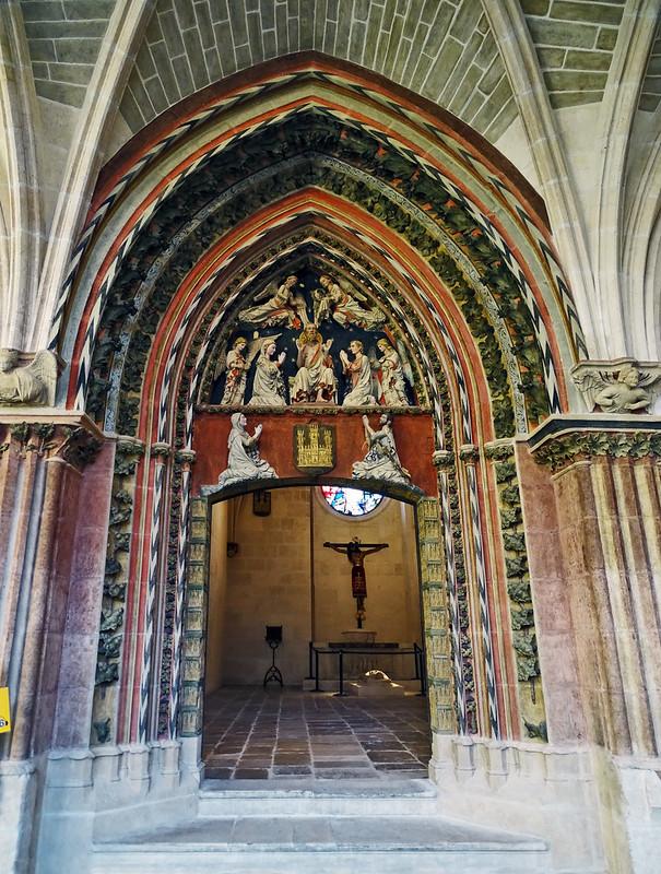 Catedral de Burgos Capilla del Corpus Christi portada en claustro alto