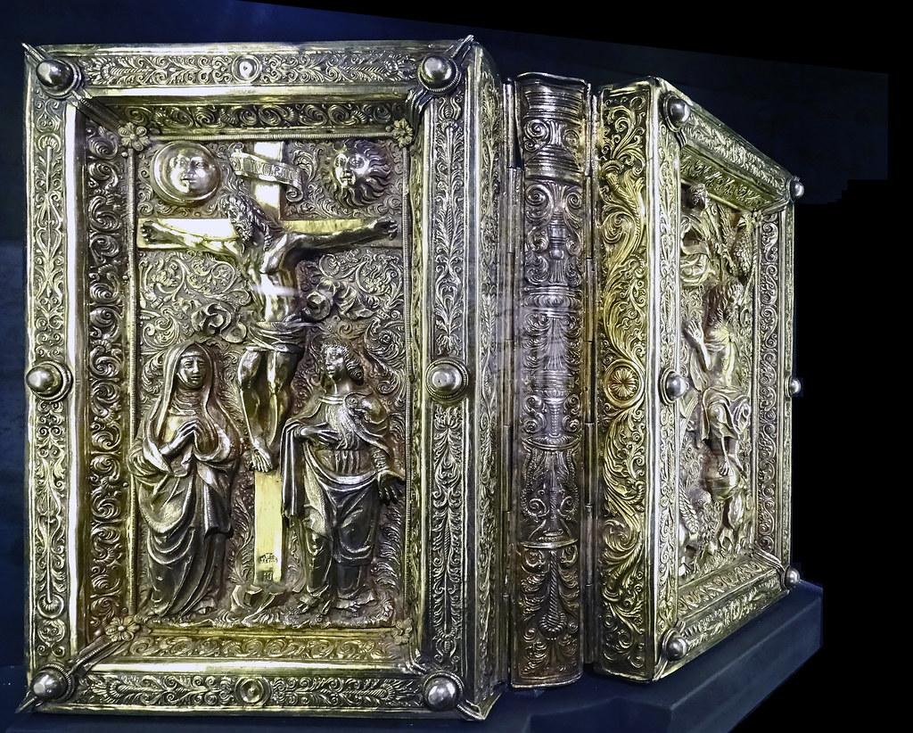 Cubierta de plata para un Evangelario siglo XVI Exposicion Occidens Catedral de Santa Maria La Real Pamplona