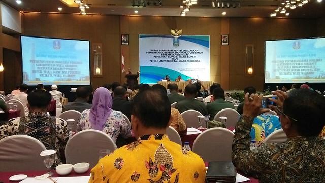 Suasana Rapat persiapan pemilihan gubernur dan wakil gubernur bersamaan dengan pemilihan bupati/ wakil bupati dan walikota/ wakil walikota, digelar di Surabaya (1/3)