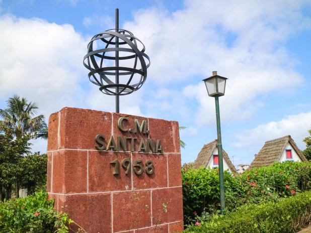 Entrada a las casas de Santana en Madeira