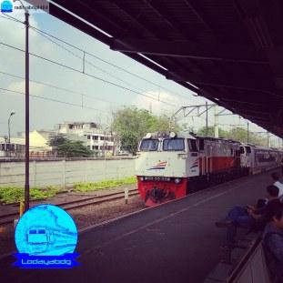 Kereta Api Argo Parahyangan Premium