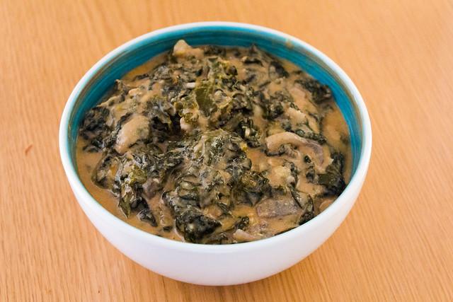 Kale con salsa de cacahuete