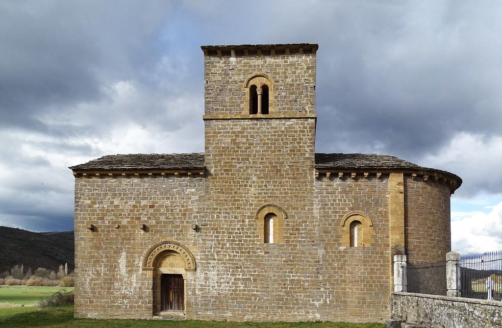 Navarra Ermita Santa Maria del Campo y cementerio de Navascues 01