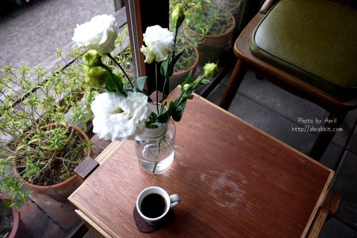 小角 . 手捻咖啡