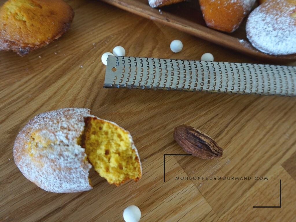 Mon bonheur gourmand-Madeleines curcuma et cardamome noire d'aprés phillipe conticini2