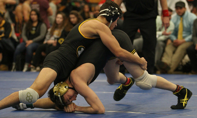120 - Angelo Rini (St. Edward) over Adam Mickelson (Apple Valley) Dec 7-5 - 171230amk0070