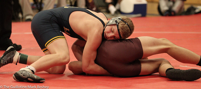 138 - Tyler Raway (Forest Lake) over Colton Sund (Prior Lake) Dec 9-5.  171229cmk0023