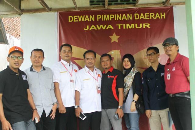 Komisioner KPU beserta anggota Panwaslu saat melakukan Verfak di kantor DPC Partai Garuda (6/1)