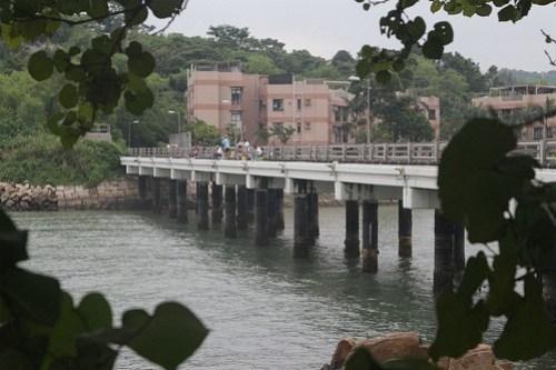 Bridge linking Peng Chau to the even smaller island of Tai Lei