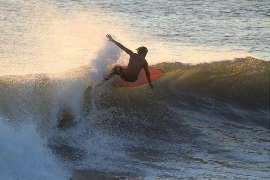 surfer-2624569_1920