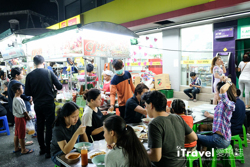 曼谷夜市推荐 查龙四夜市Chok Chai 4 Night Market (13)