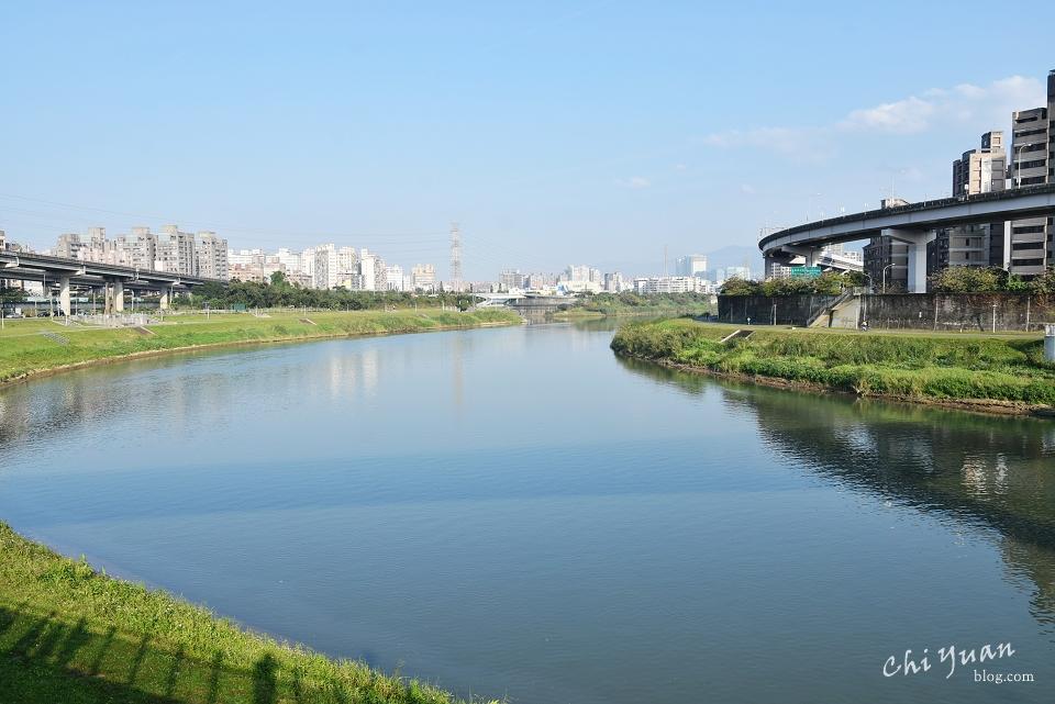基隆河畔自行車道01.JPG