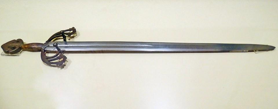 El Burgos de Mio Cid Reproduccion espada Tizona Museo de Burgos