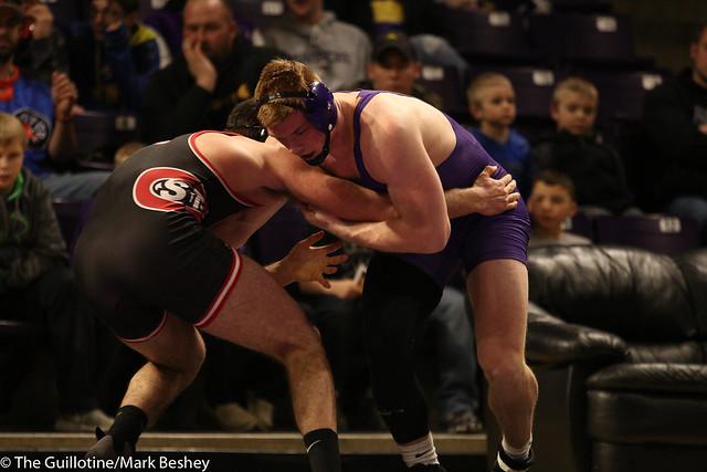 197: #9 Matt Blome (MSU) Dec. over #6 Vince Dietz (SCS) 5-1   MSU 13-9 SCS - 180203amk0194