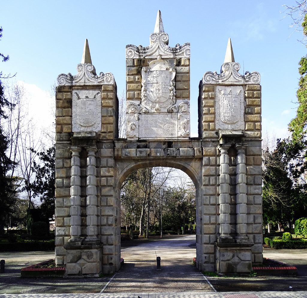 Portal de San Nicolas Parque de la Taconera Pamplona