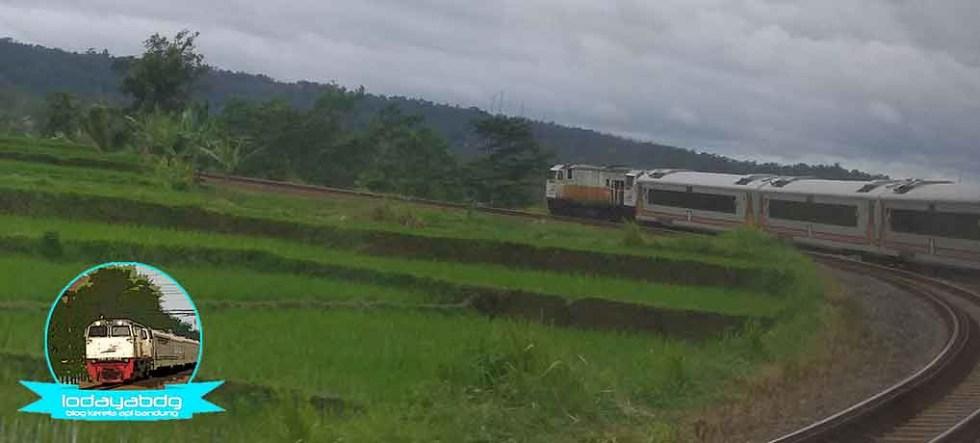 Kereta Api Dari Bandung ke Purwakarta, Argo Parahyangan Premium (1/3)