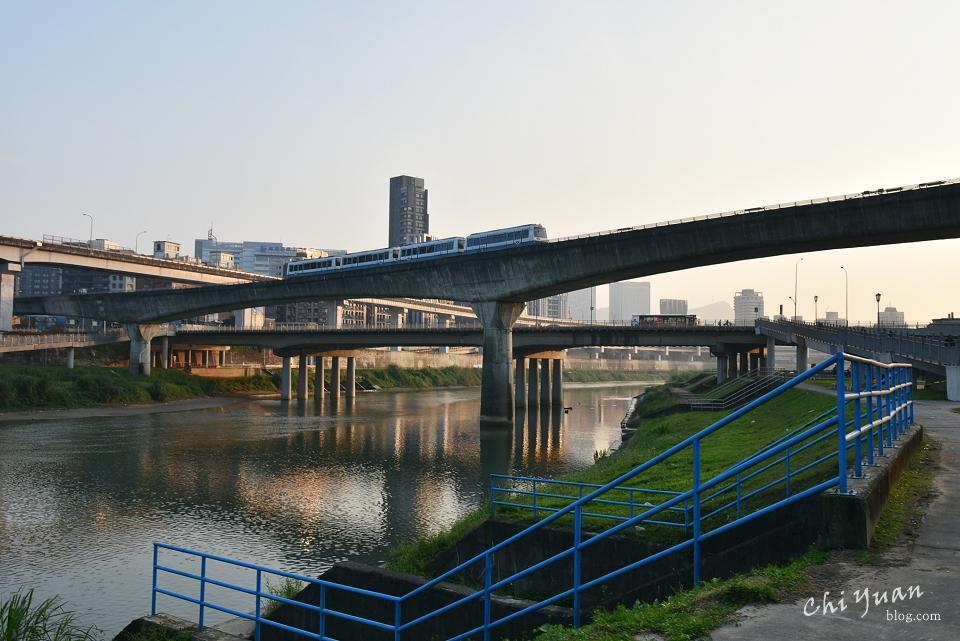 基隆河畔自行車道21.JPG