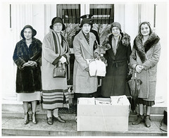 Theresa Russell among peace delegates at the White House: 1932