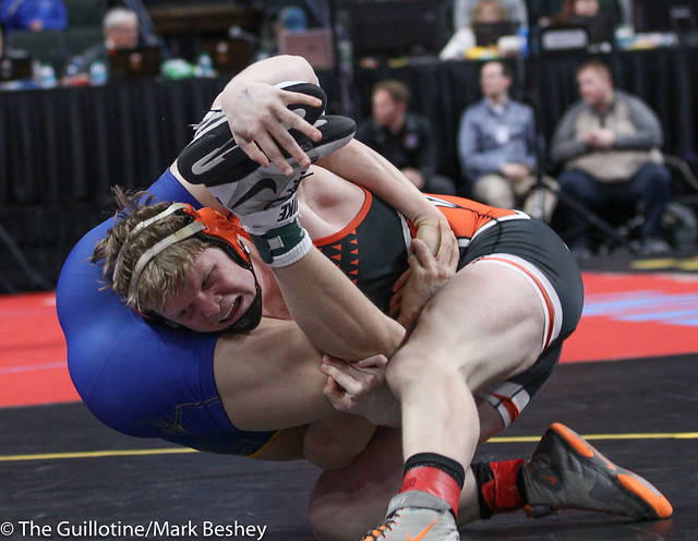 Quarterfinal - Riley Schock (Moorhead) 25-0 won by major decision over Gabe Anderson (St Michael-Albertville) 39-11 (MD 11-3) - 180302bmk0039