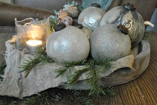 Kerstballen dennengroen windlicht linnen doek