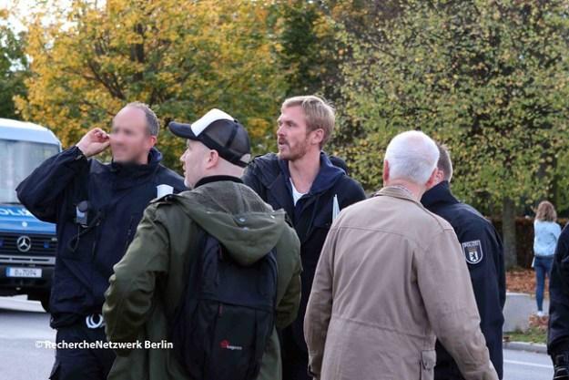 22.10.2017 Berlin: Shoahleugner provoziert auf bürgerlicher Anti-Afd-Demonstration