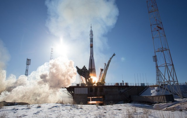 Expedition 54 Launch (NHQ201712170012)