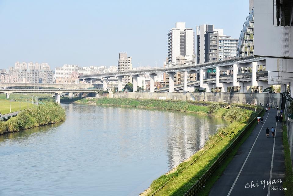基隆河畔自行車道02.JPG