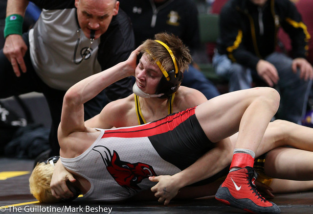 Quarterfinal - Mitchel Petersen (Byron) 40-2 won by major decision over Connor Simmonds (Fairmont-Martin County West) 48-7 (MD 10-2) - 180302amk0007