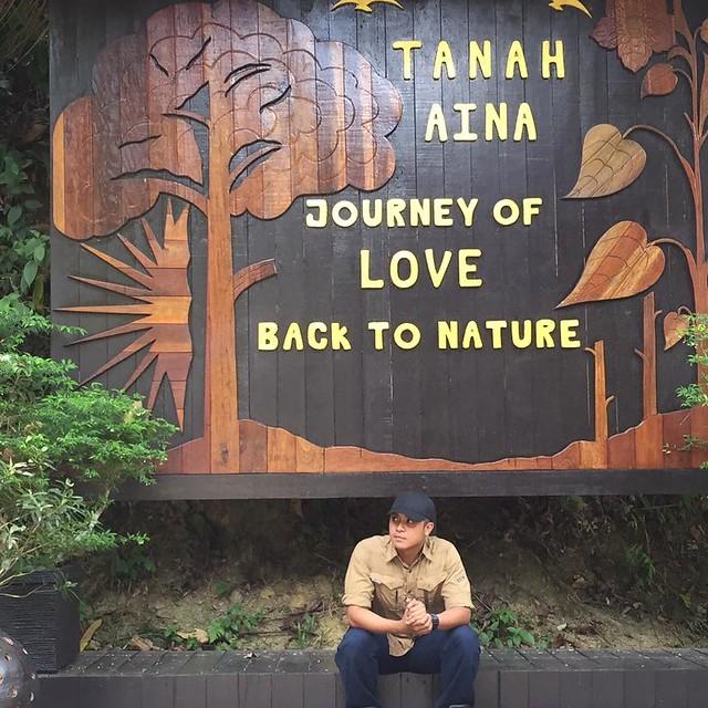 Hos Taufiq Hanafi bergambar di Tanah Aina, Pahang