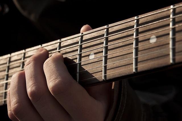 guitar-1180744_640