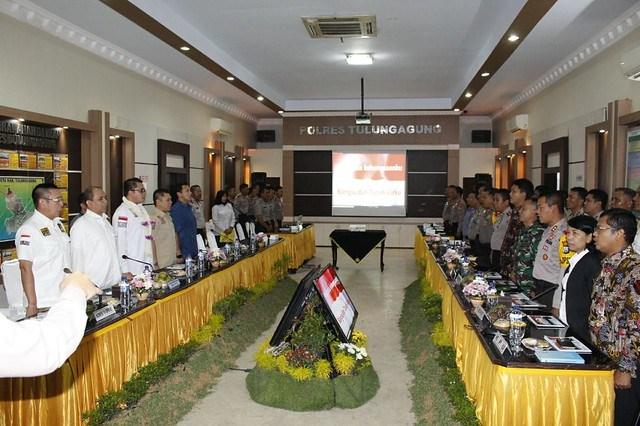 Suasana di ruang Opsroom Polres Tulungagung saat anggota Komisi III DPR RI meninjau kesiapan pelaksanaan pilkada (21/2)