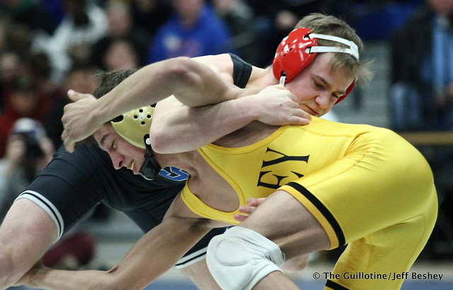 132: Jake Gliva (Simley) over Sebas Swiggum (Apple Valley), maj dec 13-5. 180202AJF0065